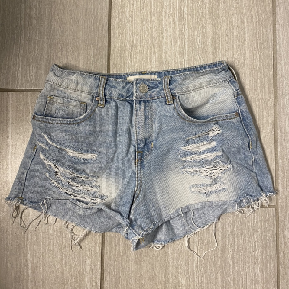 Product Image 1 - cute distressed pac sun high