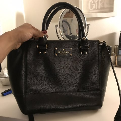 6566a4ffc I must part ways with my Kate Spade purse. She deserves a a - Depop