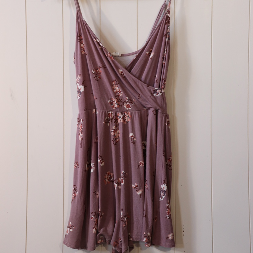 Product Image 1 - • Floral Garage romper • Perfect