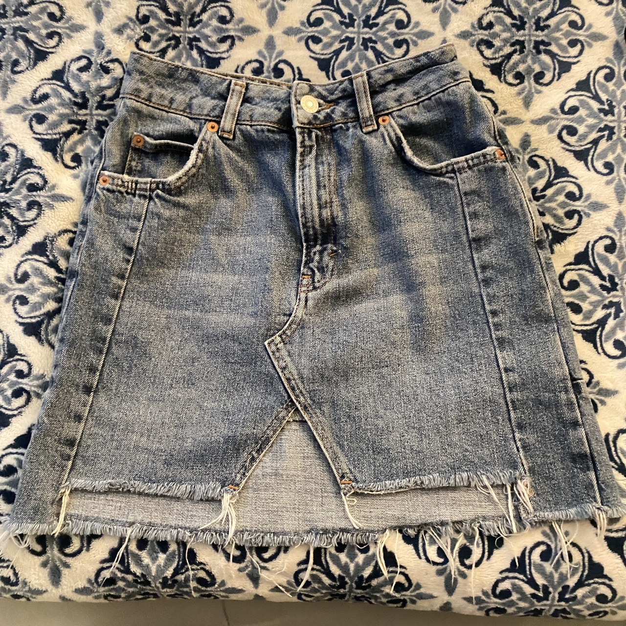 Product Image 1 - Topshop mini skirt size 24/25 never worn tags: