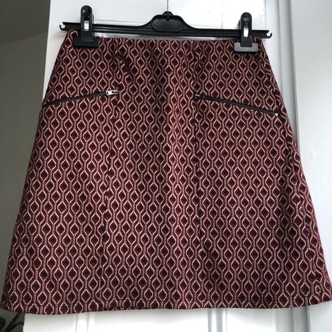 f77e66384 @hbs18. last month. London, United Kingdom. Dark red retro patterned a-line  skirt. Size 10. Perfect condition, never worn