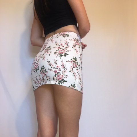 0b5886e913 @jessicamlewis. 2 days ago. Scottsdale, United States. Adorable pink floral mini  skirt!