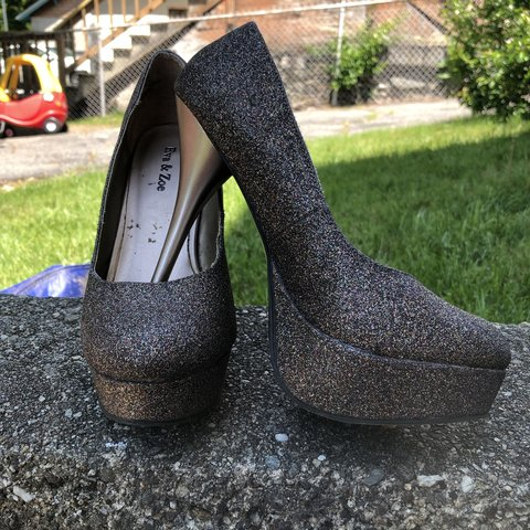 e229c326a0 SALE POST- Eva & Zoe size 8 (women's us) glitter pumps. in A - Depop