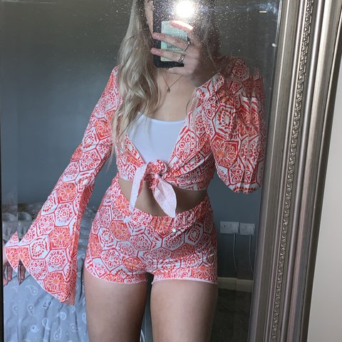 b647fedff6 Shein floral co-ord, shorts and flared tie up top Size worn - Depop