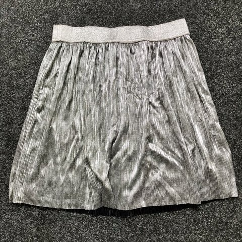 7189e302 H&M silver metallic pleated skirt with sparkly elasticated - Depop