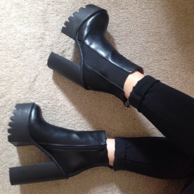 Black chunky 90's platform boots with cleated soles, in the style of