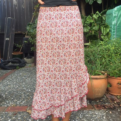 7471a0617 Pretty pink skirt with a delicate floral detail and cute see - Depop