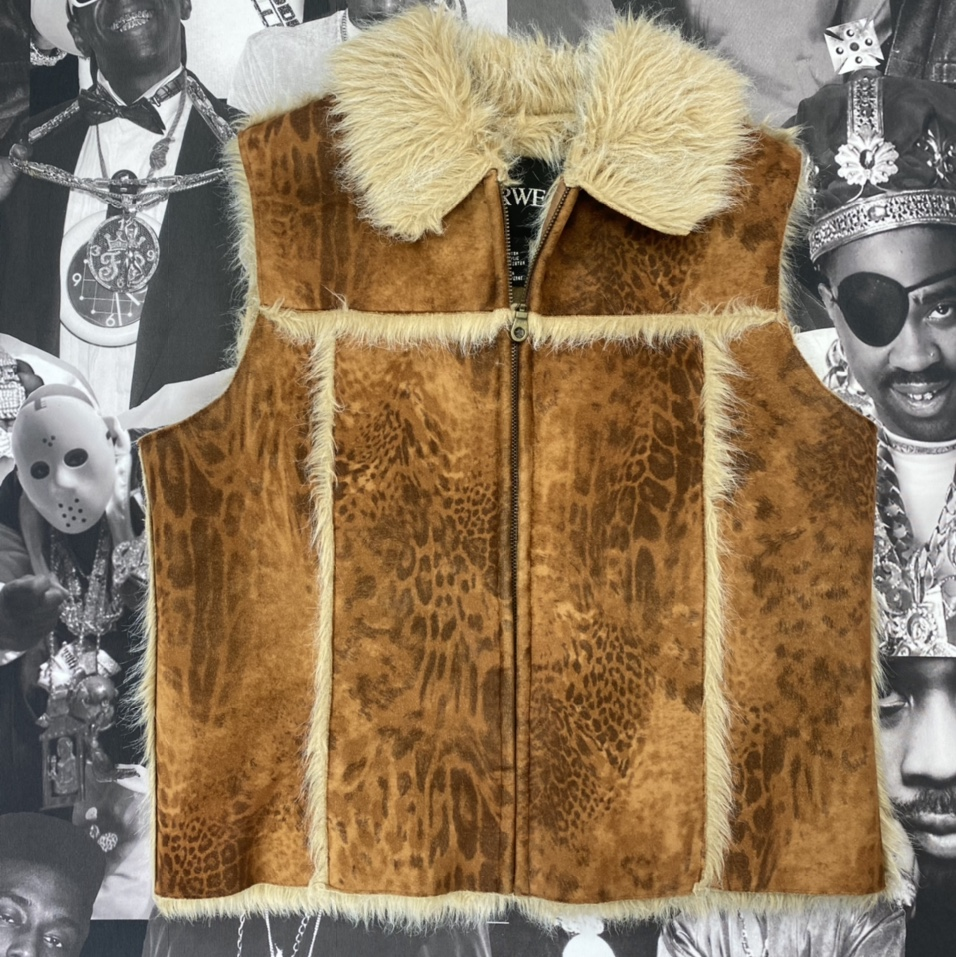 Product Image 1 - Vintage women's fur outerwear in