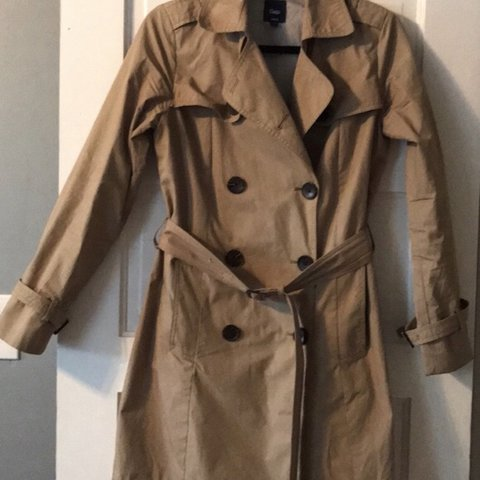 2b0d7ad59ac35 Double breasted trench coat Very light weight and for Fall a - Depop