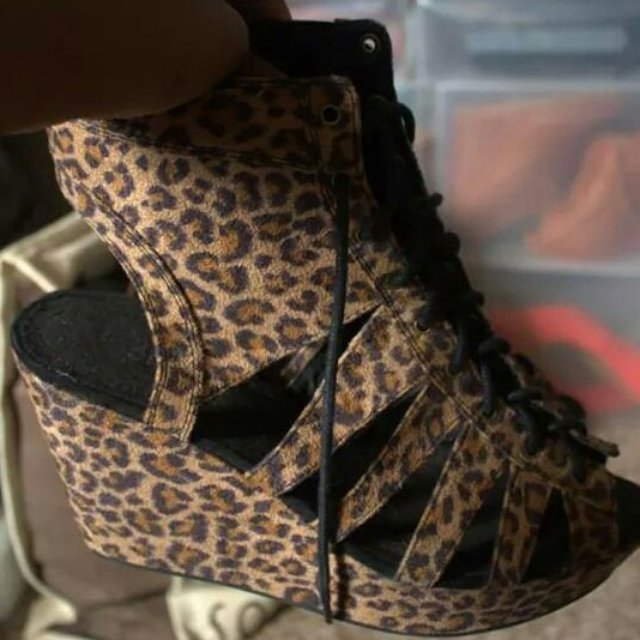 Print Wedge Lace up