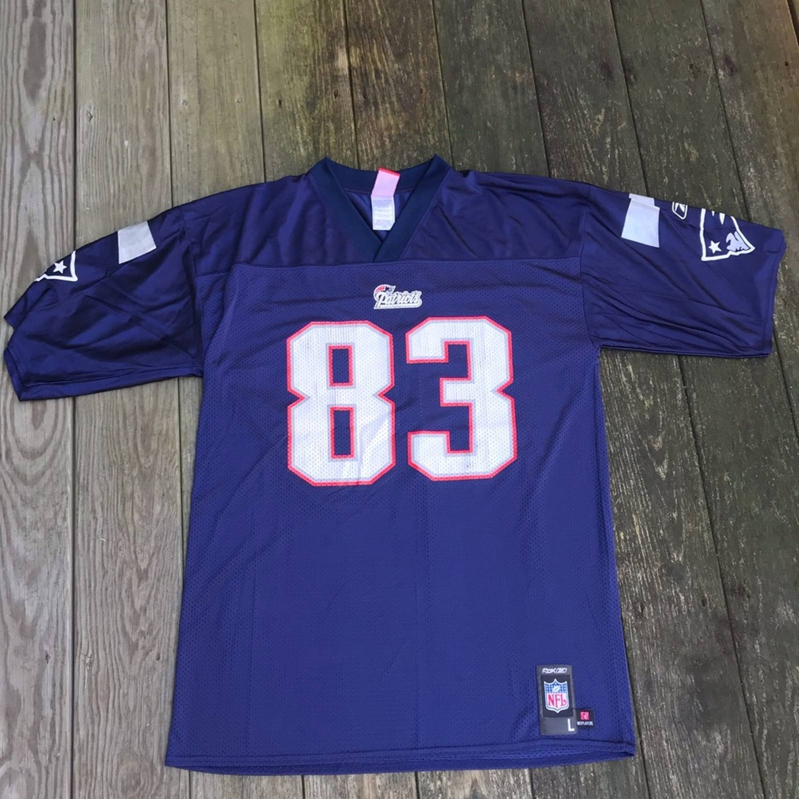 Product Image 1 - New England Patriots  Size L