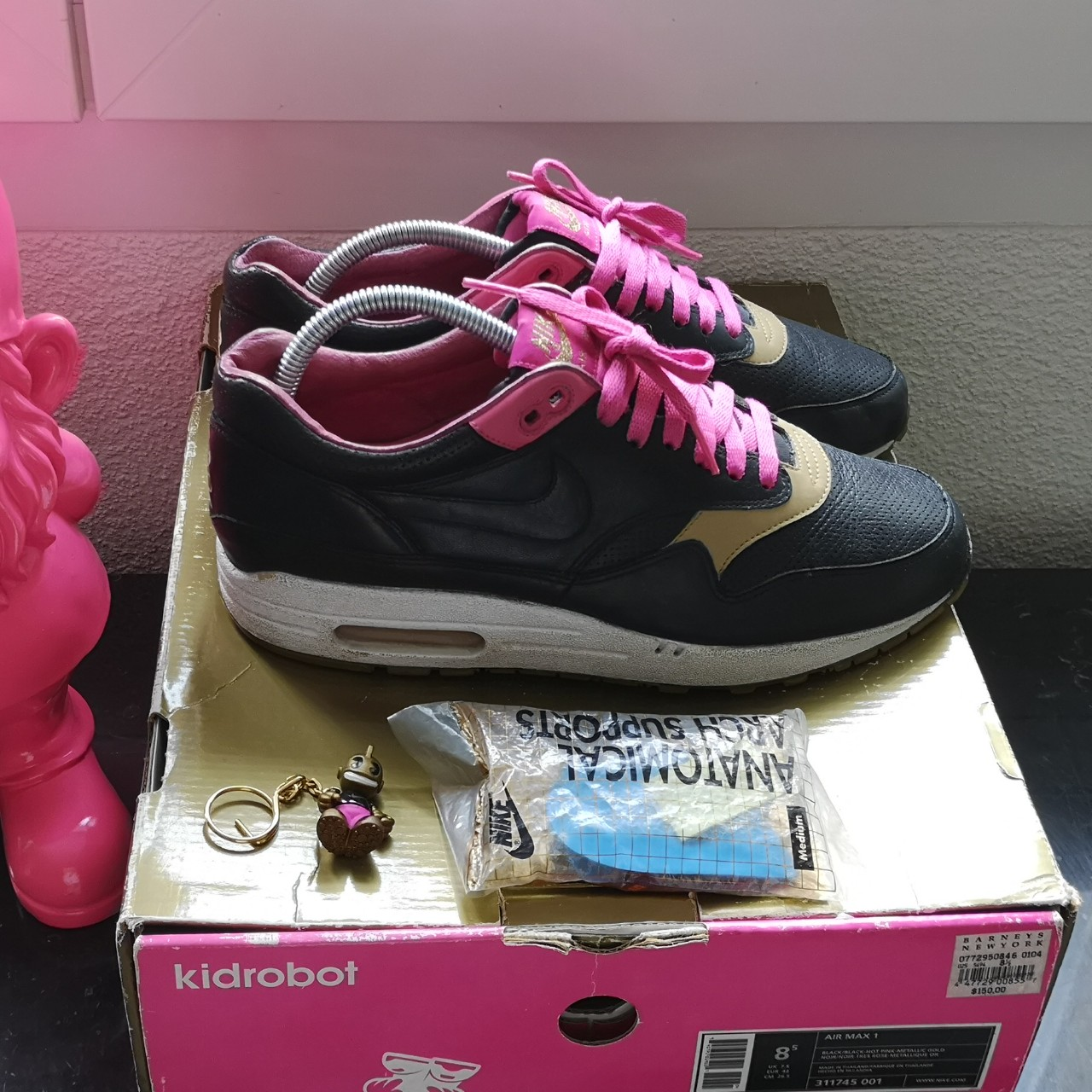 Nike Air Max 1 Kid Robot 8/10 With OG Box and Keychain - Depop