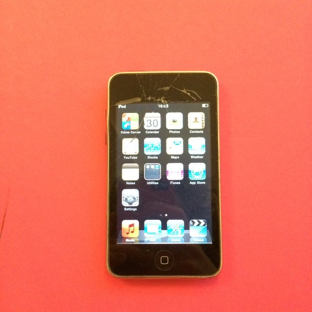 iPod Touch (third generation), 8GB, cracked ... | Ruby ...