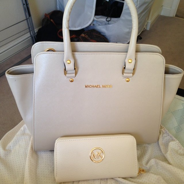 0d36345dd881 Selling this replica michael kors bag, ... | Michelle Debrick | Depop