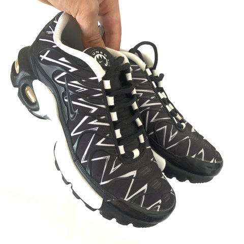 234dac6b87 Nike Tuned 1 LA Requin (GS) TN Air Max Plus • Black / Size - Depop
