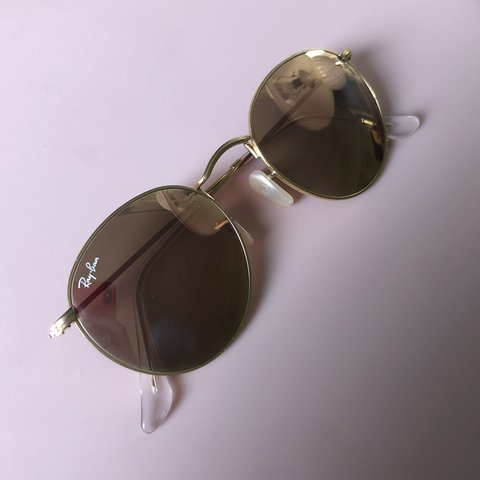a08108266 @emkues. 16 days ago. Dubuque, United States. RAYBANS! -Round metal style  -Gold frames