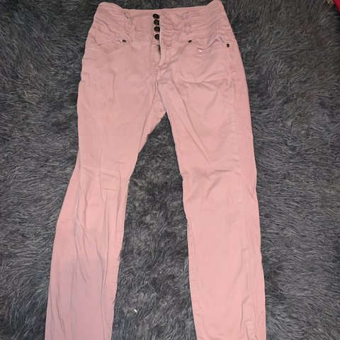18fe48b6 @emilymfclark. in 2 hours. Lakeland, United States. description : peach  colored jeans brand : silver crush condition : good