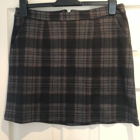 9e096400cb @s4rahhuke. 5 hours ago. Norwich, United Kingdom. Tartan skirt from New Look.  Size 10 but it's quite big more ...