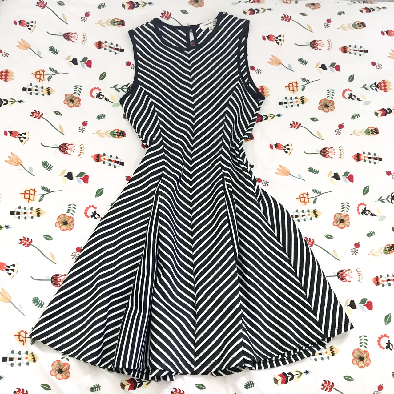 Product Image 1 - Super flattering black and white
