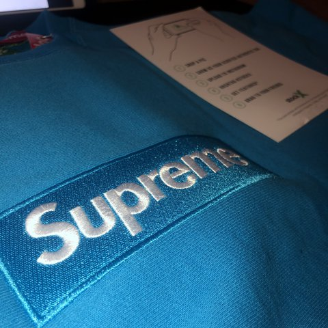 a19f6671 SUPREME Bright Royal fw18 SWEATER DEADSTOCK W STOCKX TAGS. - Depop