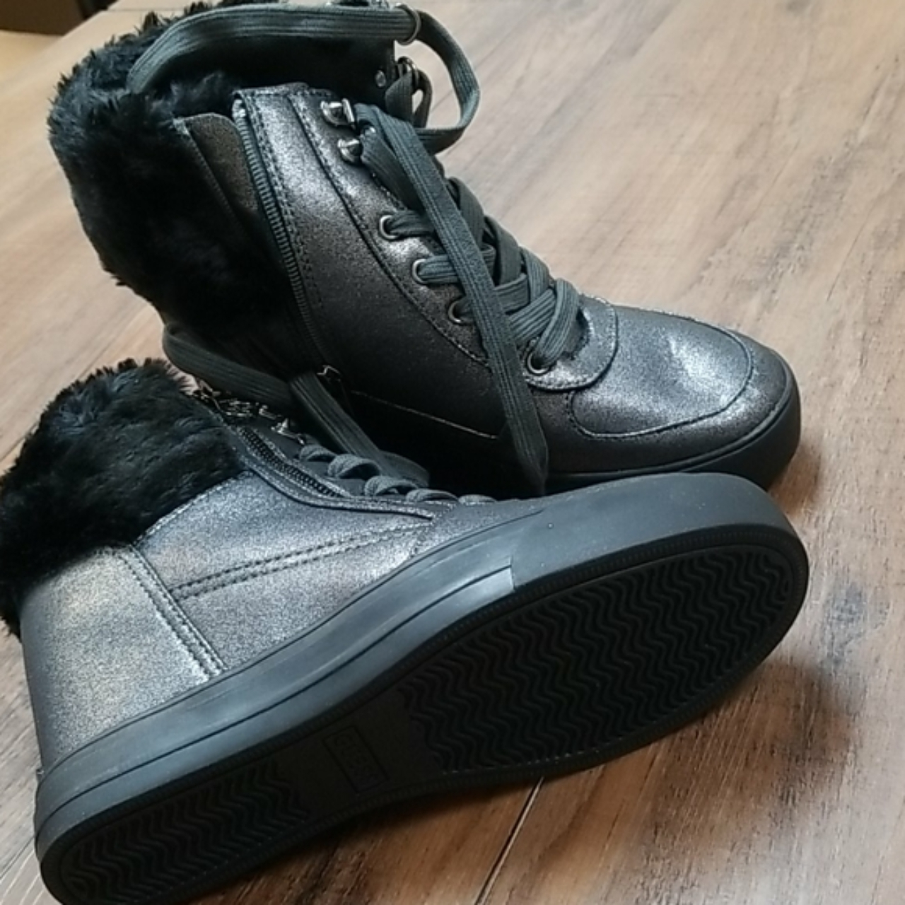 Product Image 1 - GUESS Women's Dustyn Wedge Sneakers