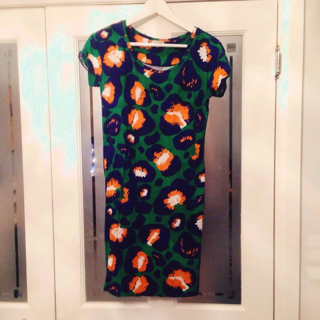 River island bright orange green daisy may white depop for Bright green t shirt dress