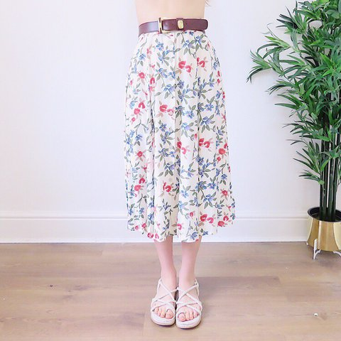 ba50448b5 @lovelyandloveless. 5 days ago. Newport, United Kingdom. 🌺🌸🌼 Adorable  Retro 1980s VINTAGE floral Midi Skirt. Blue ...