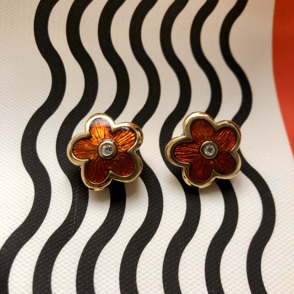Product Image 1 - Vintage cute flower clip on