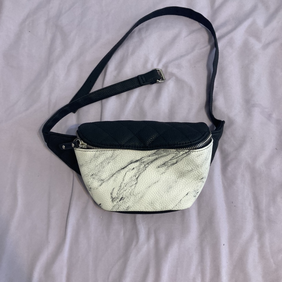 Product Image 1 - Summer staple Simple easy bum bag