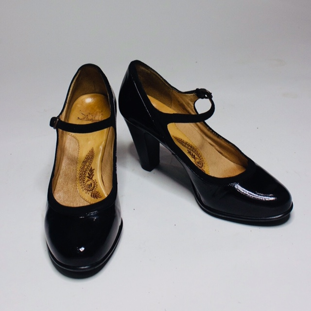Product Image 1 - A delicate patent pair of