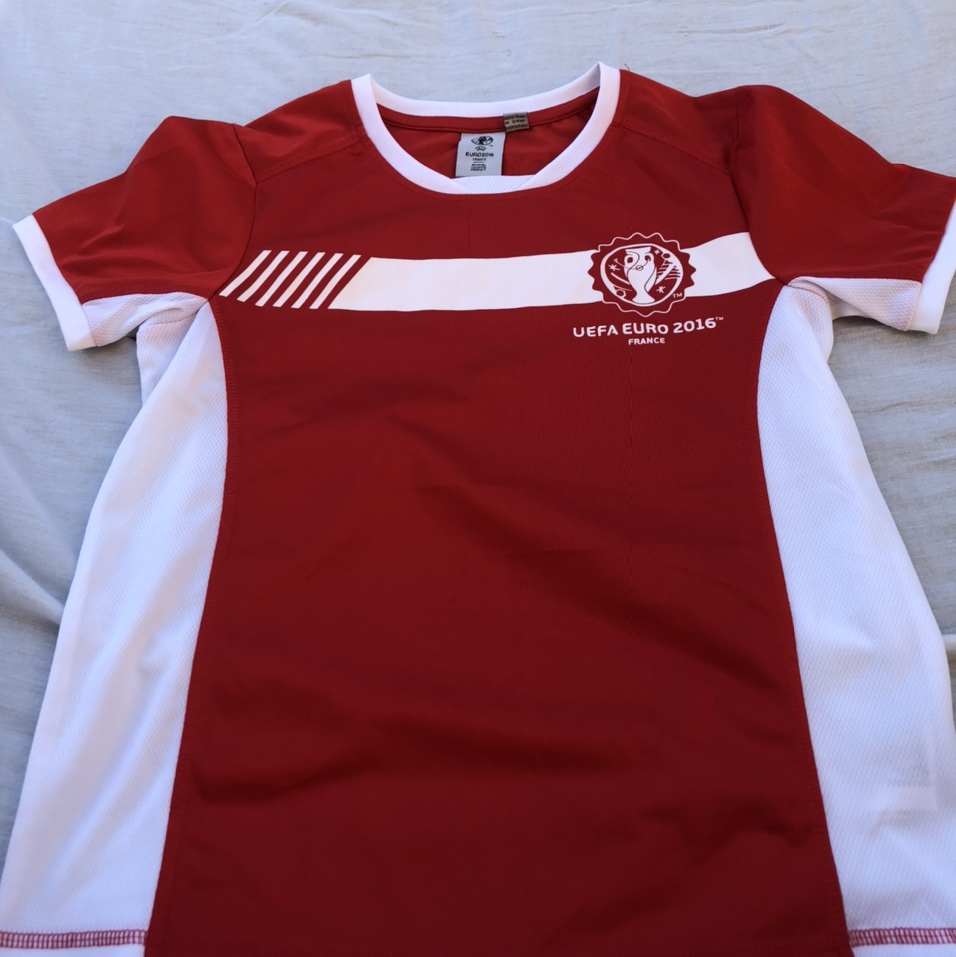Product Image 1 - soccer kids shirt size 12-13 in