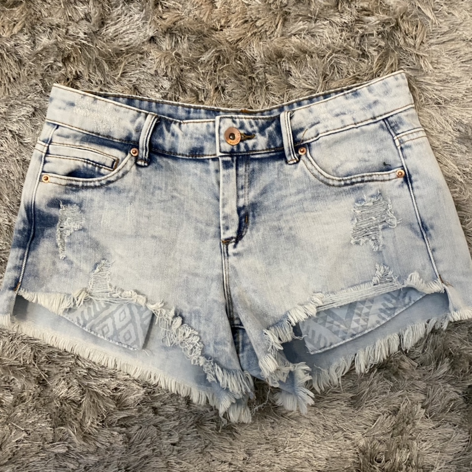 Product Image 1 - Light wash low waisted jean