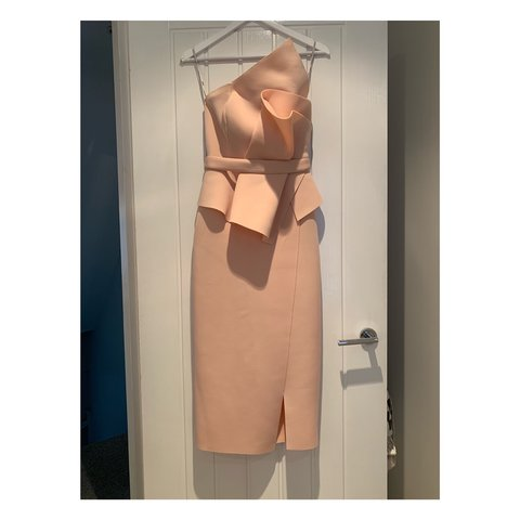 c704bcfe4764 @shevhoskins. 16 days ago. Alderley Edge, United Kingdom. New with Labels  ASOS Premium pink/blush dress ...