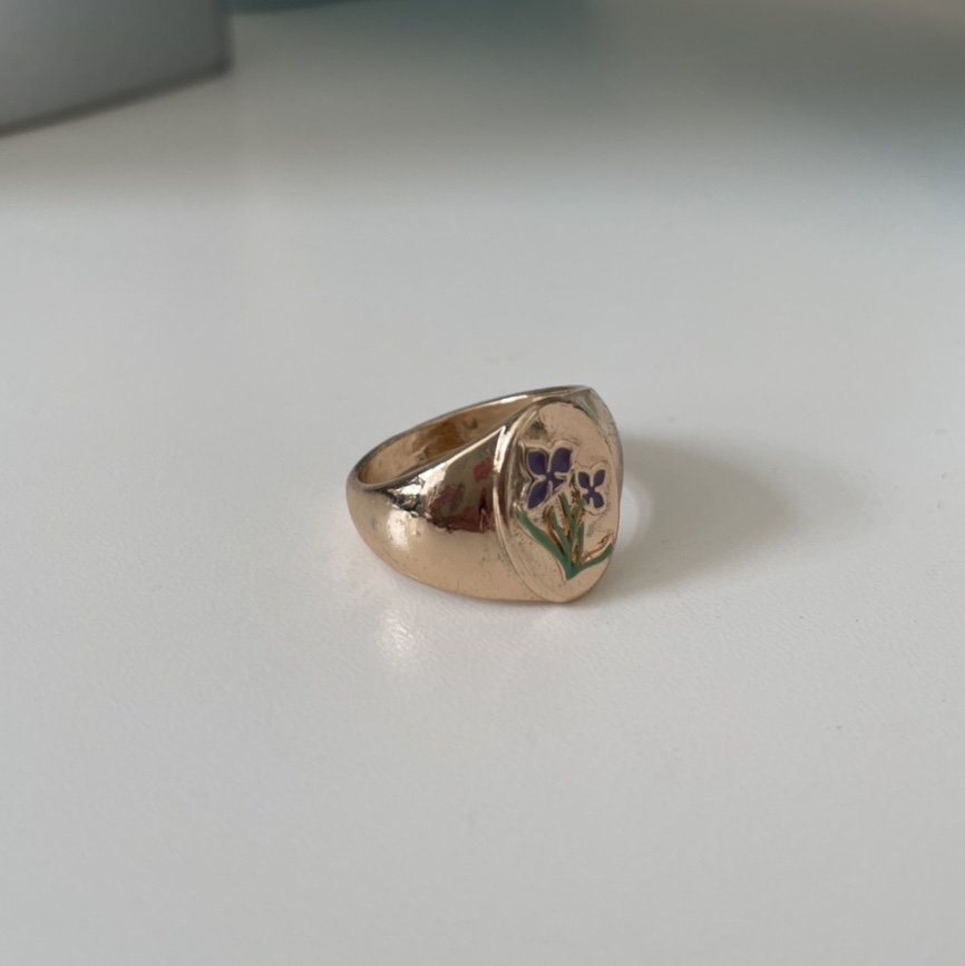 Product Image 1 - gold signet ring  - size: 7 -