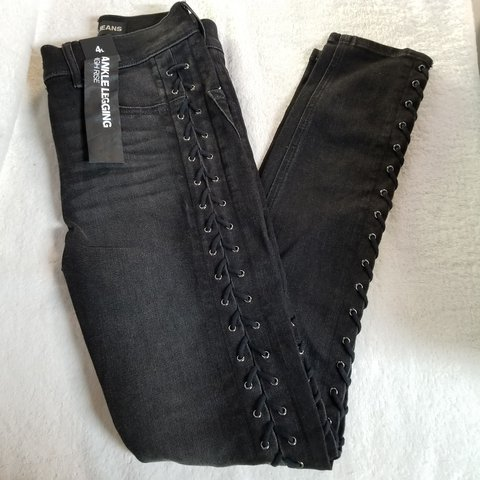 469fc85662013 @nao_meh. 9 days ago. Fresno, Fresno County, United States. Express Jeans  ankle leggings high rise. Size 4. Lace up on the sides.