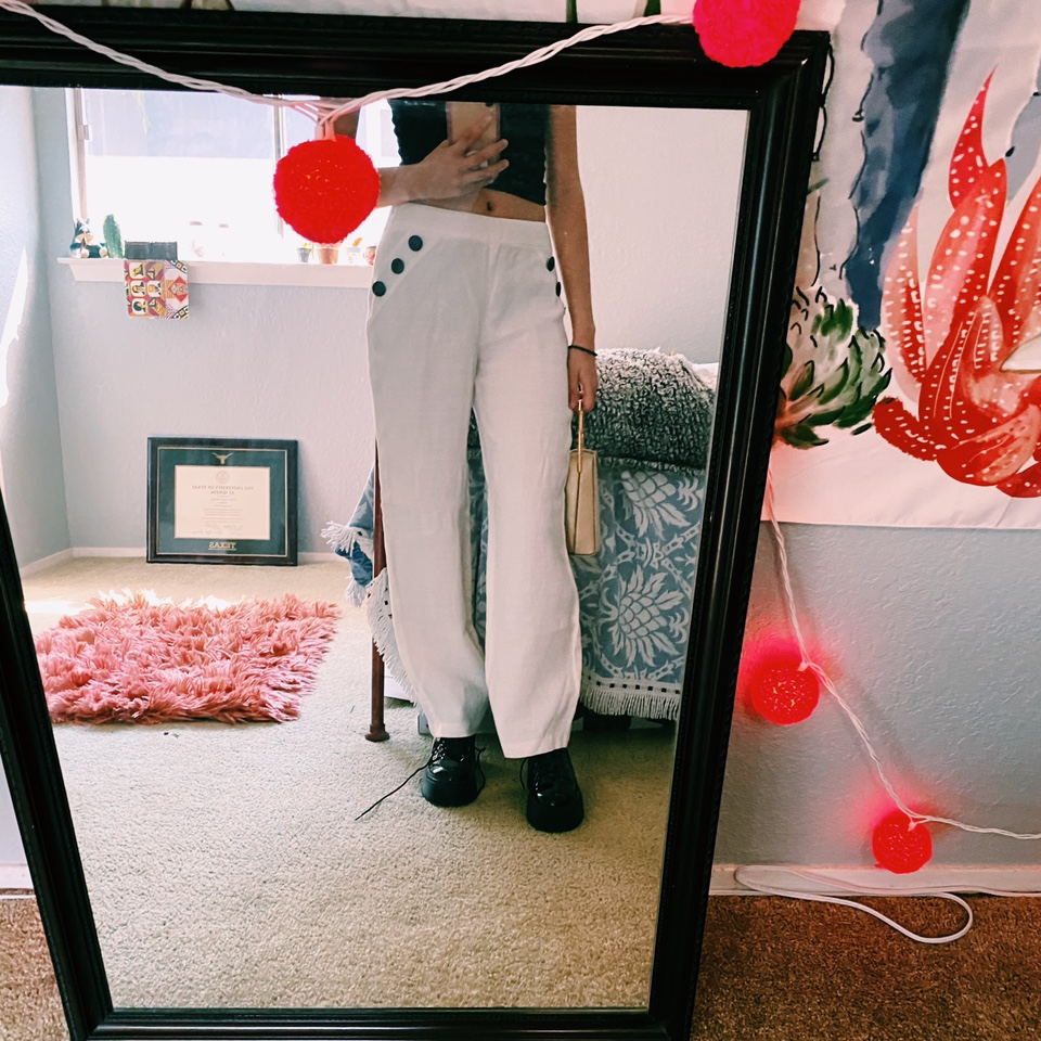 Product Image 1 - Sweet white pants that have