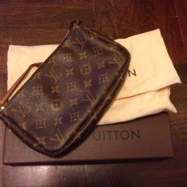 Louis Vuitton Sacchetto