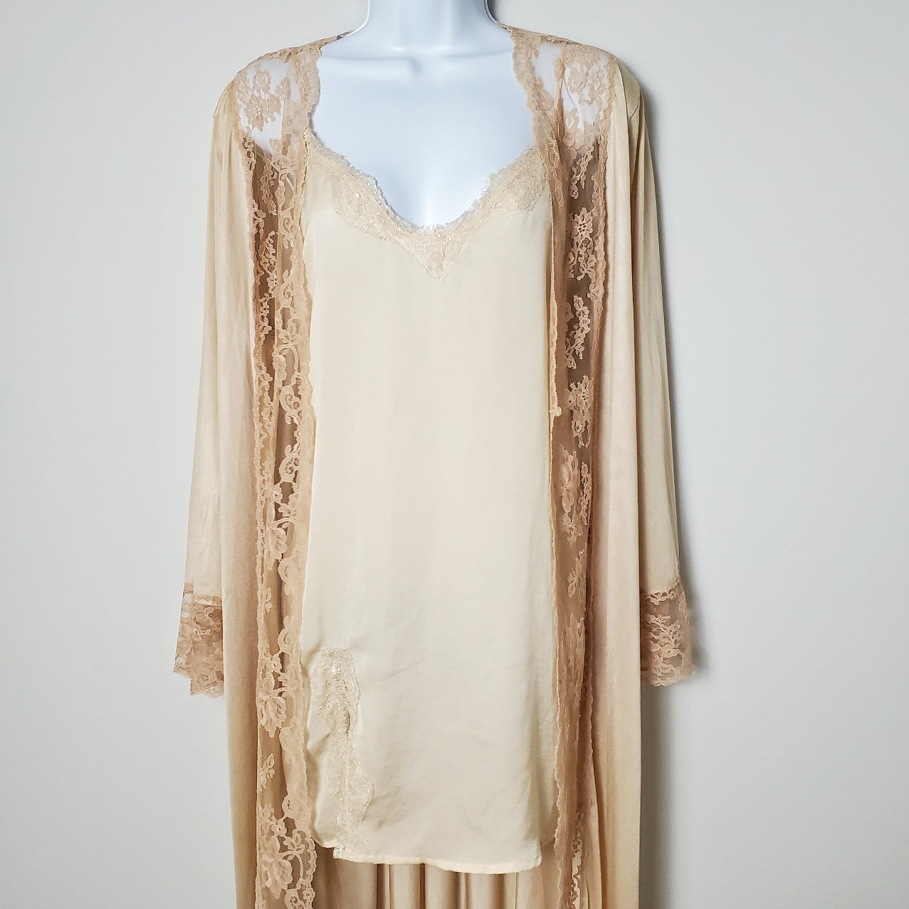 Product Image 1 - Vintage nude lace duster robe  Kayser