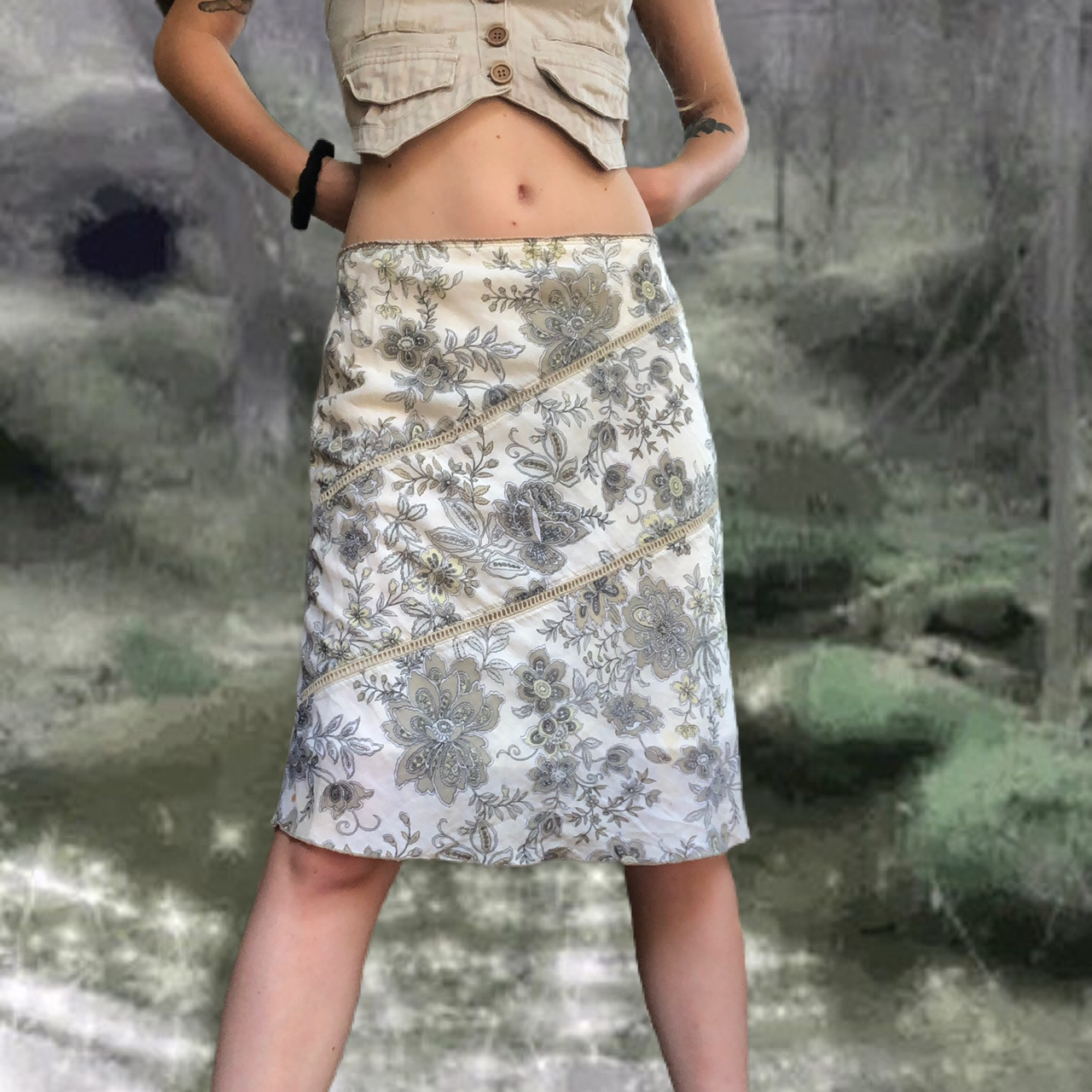Product Image 1 - floral knee length skirt 🐌 Has