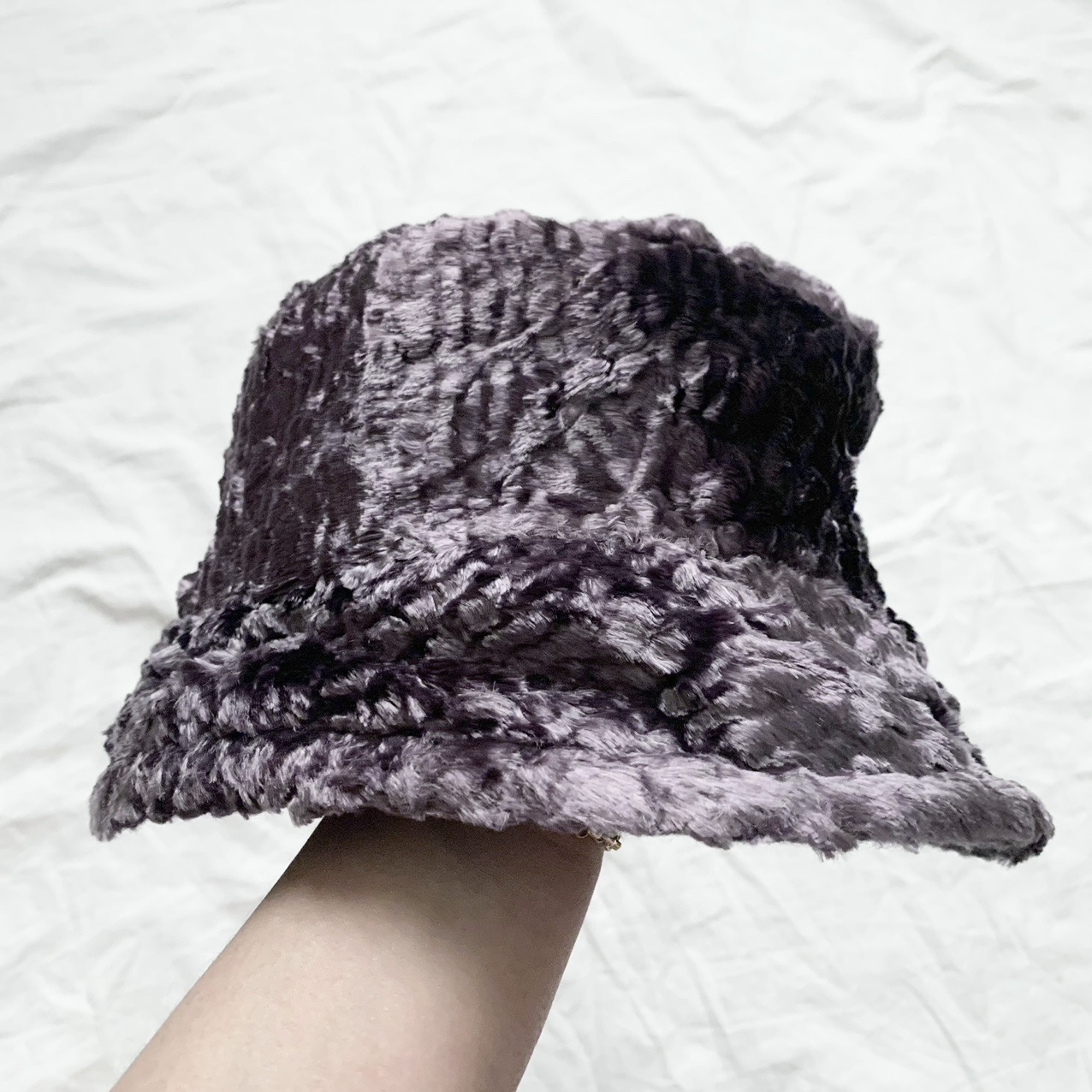 Product Image 1 - Eye-catching vintage faux fur bucket