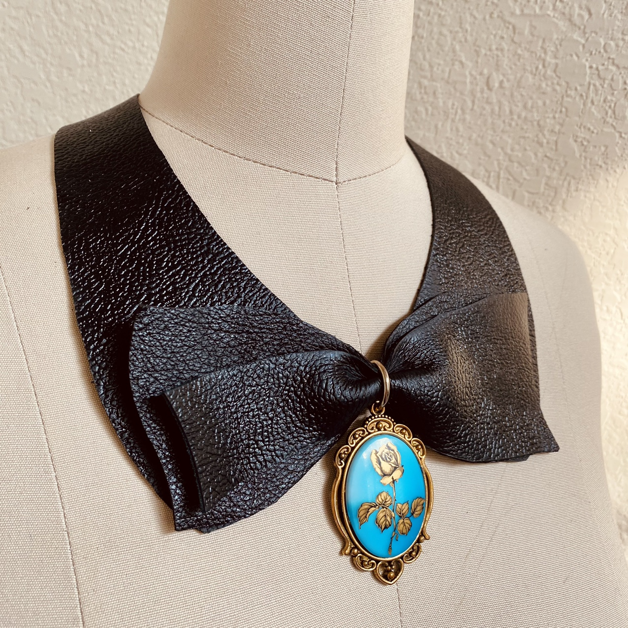 Product Image 1 - Vintage-inspired black leather goth bow