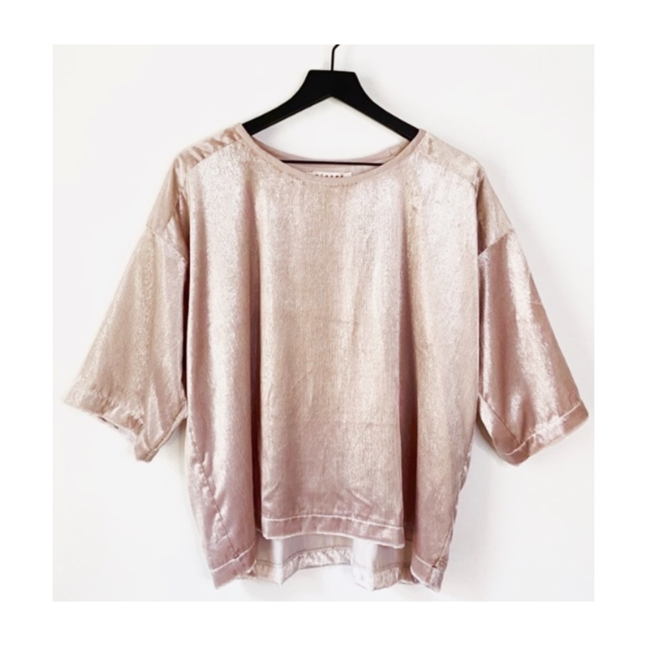 Product Image 1 - Slouchy modern velvet tee with