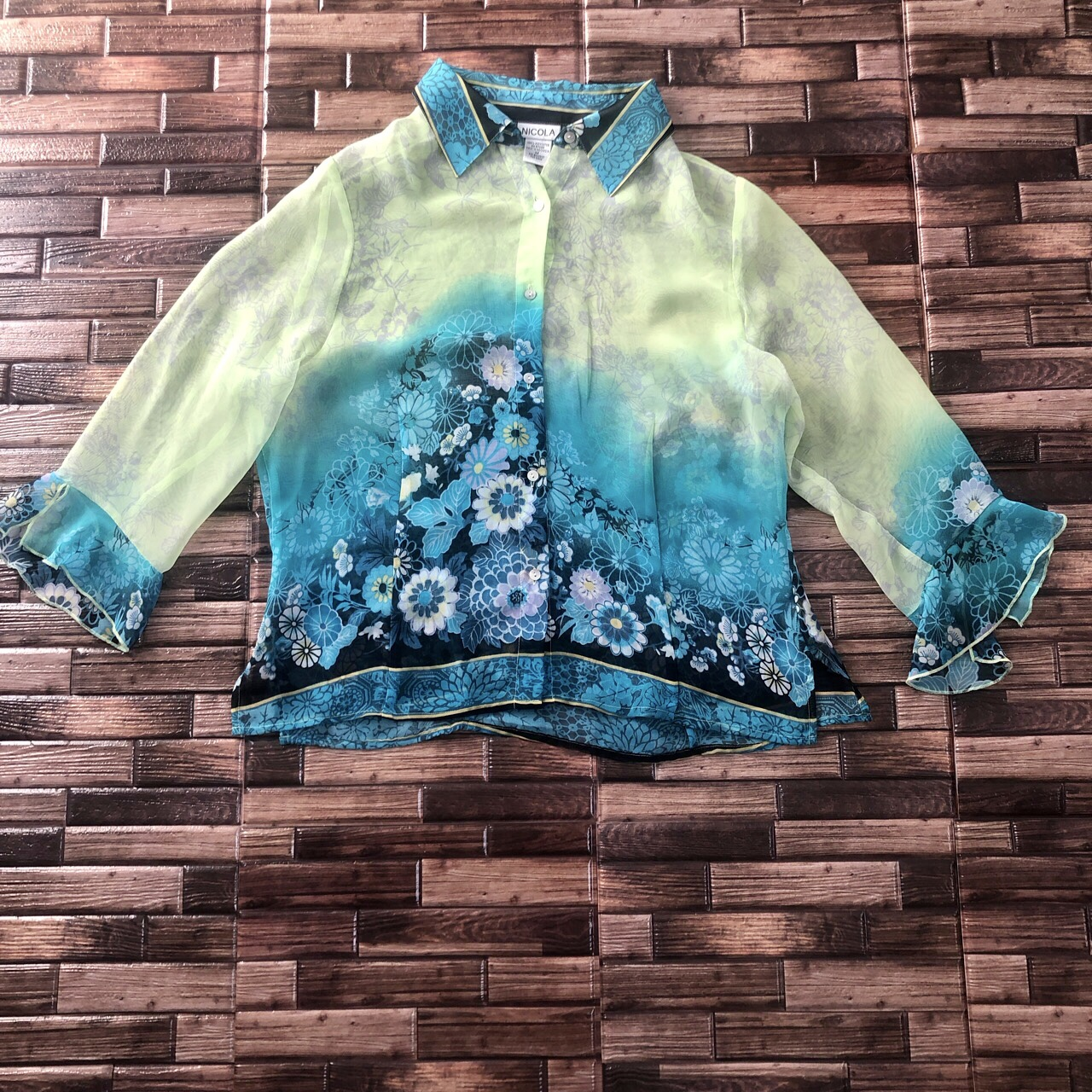Product Image 1 - Y2k Pretty floral button up