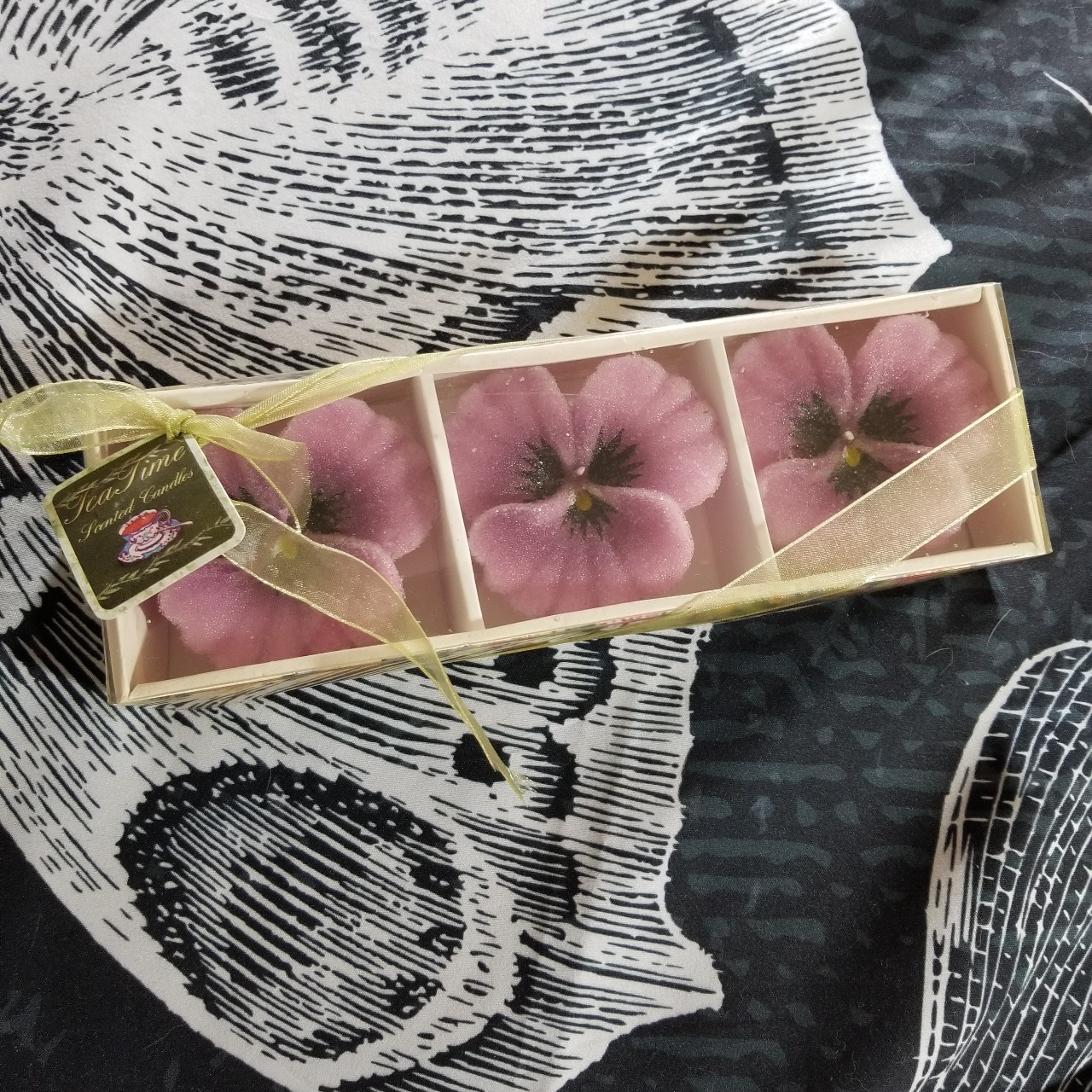 Product Image 1 - Beautiful vintage purple flower candles