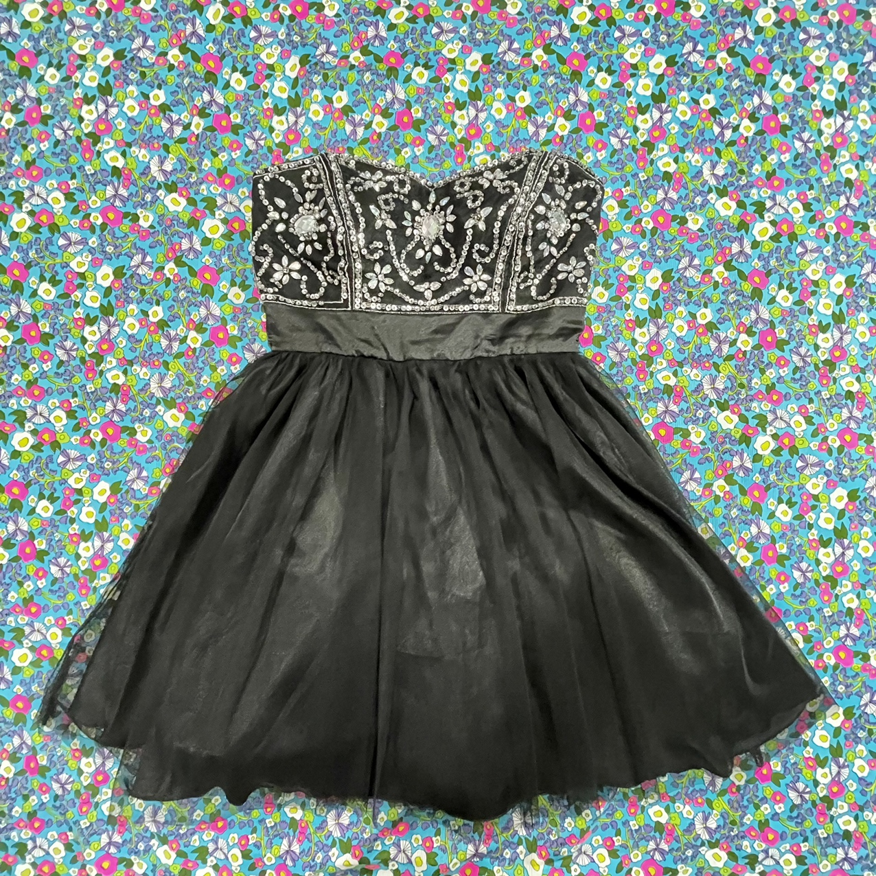 Product Image 1 - Gorgeous deb dress! . This is a