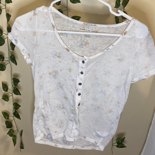 Product Image 1 - 🌸 white floral top from