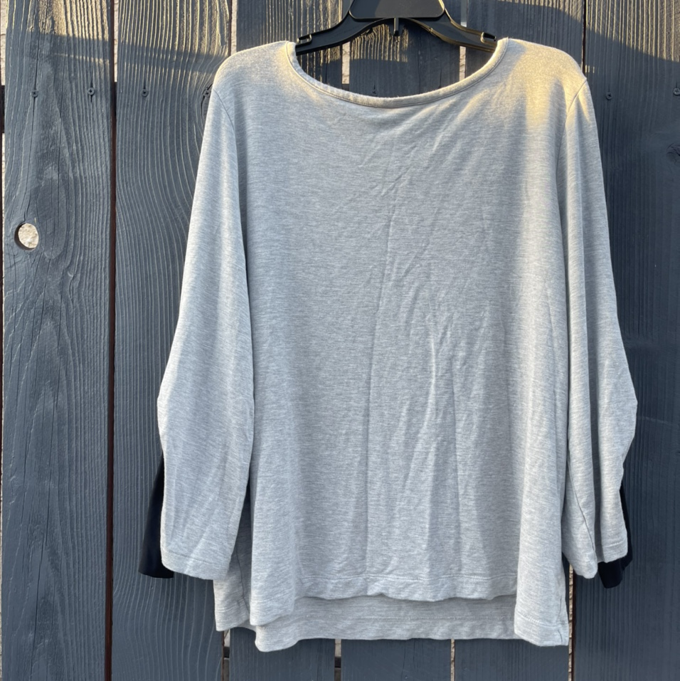 Product Image 1 - Gray blouse with a black