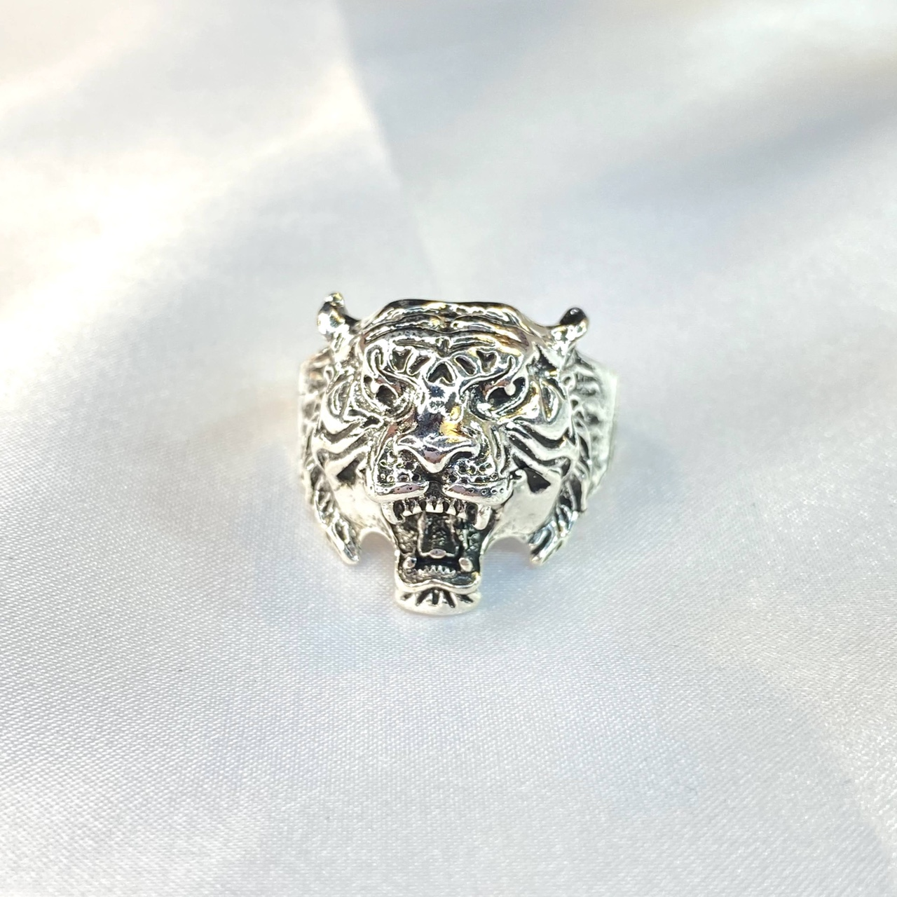 Product Image 1 - Silver Tiger Ring   ꕥ Size