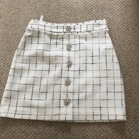 b98a50bd1c @izheywood. last month. Doncaster, United Kingdom. Gorgeous boucle skirt  from Topshop never worn!