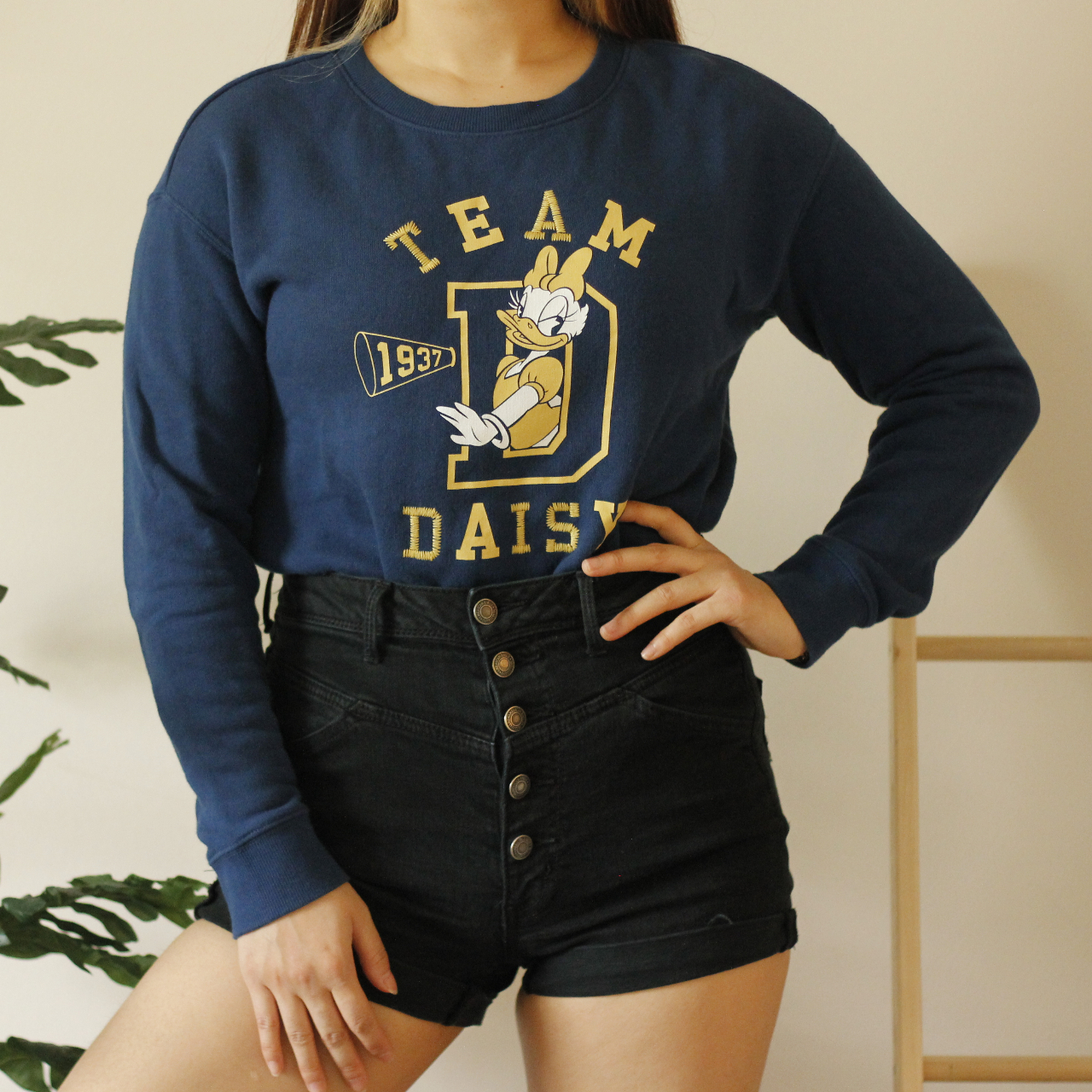 Product Image 1 - Navy Daisy Duck sweater  In great